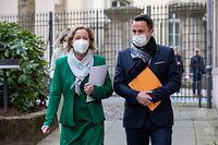 Nach drei Wochen Pause trat Gesundheitsministerin Paulette Lenert erstmals wieder vor die Presse, zusammen mit Premier Xavier Bettel.