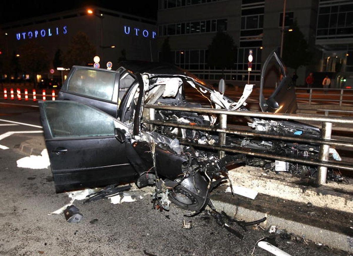 Bei dem Unfall im August 2010 war Pascal T. lebensgefährlich verletzt worden. Rettungskräfte brauchten damals mehr als eine Stunde, um ihn aus dem Fahrzeugwrack zu bergen.