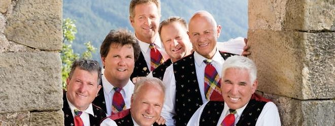 Norbert Rier (hinten) ist seit 1979 Teil der Kastelruther Spatzen.