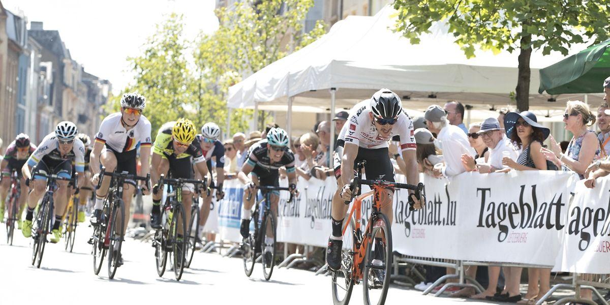 Matthias Krizek gewinnt den Massensprint der letzten Etappe in Esch/Alzette.