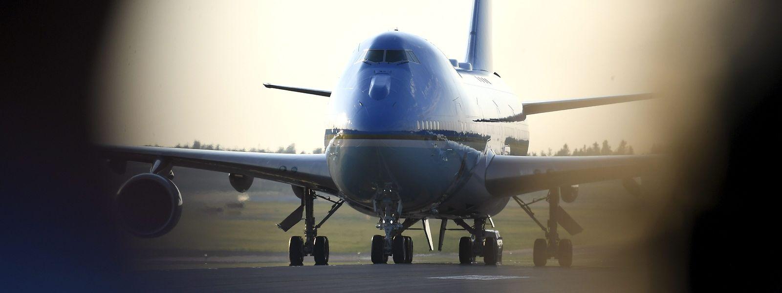 Die Air Force One mit Trump landete am Sonntag in Helsinki.
