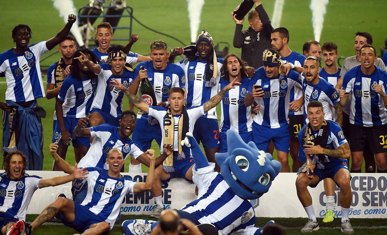 Vitória do título foi festejada no Estádio do Dragão, mas desta vez sem adeptos devido à crise da covid-19.