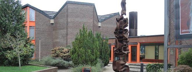 """""""Kulturflam"""" heißt das Monument im Zentrum von Oberkorn vor dem """"Centre Noppeney"""". Letzteres könnte für 50 bis 60 geflohene Menschen zur """"Hoffnungsflamme"""" für ein neues Leben werden."""