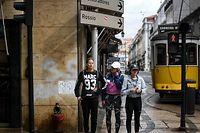 Turistas sem máscara nas ruas da Baixa de Lisboa.