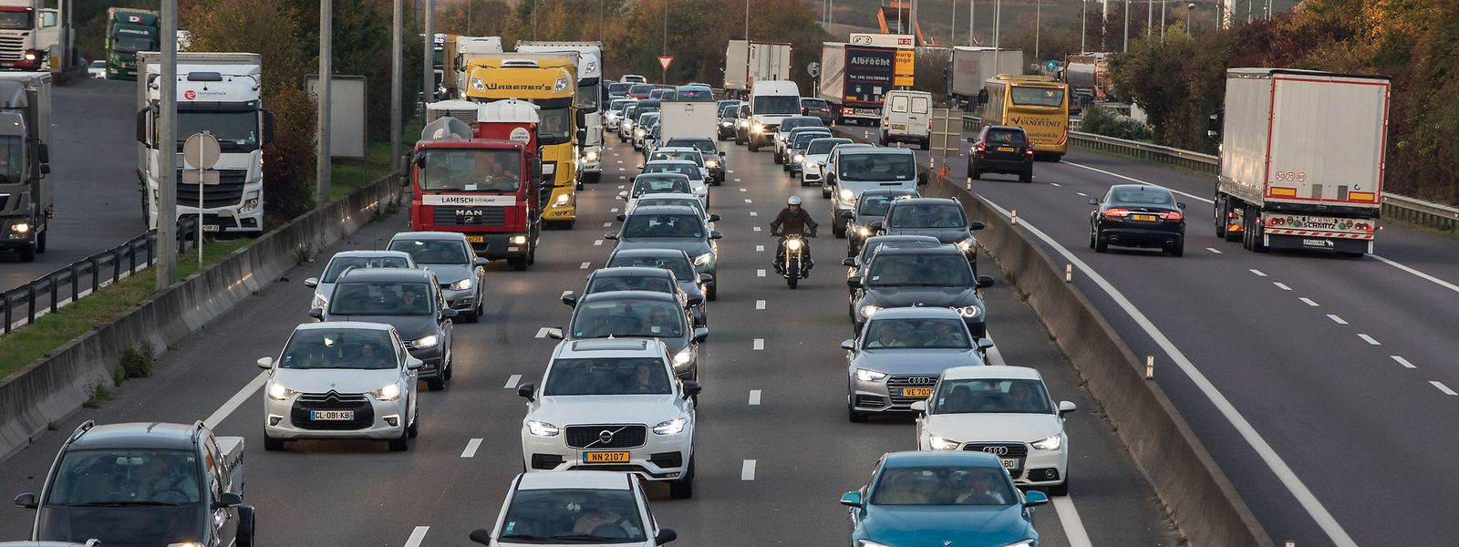 Jeden Tag überqueren rund 200.000 Pendler die Grenzen, um in Luxemburg ihrer Arbeit nachzugehen.