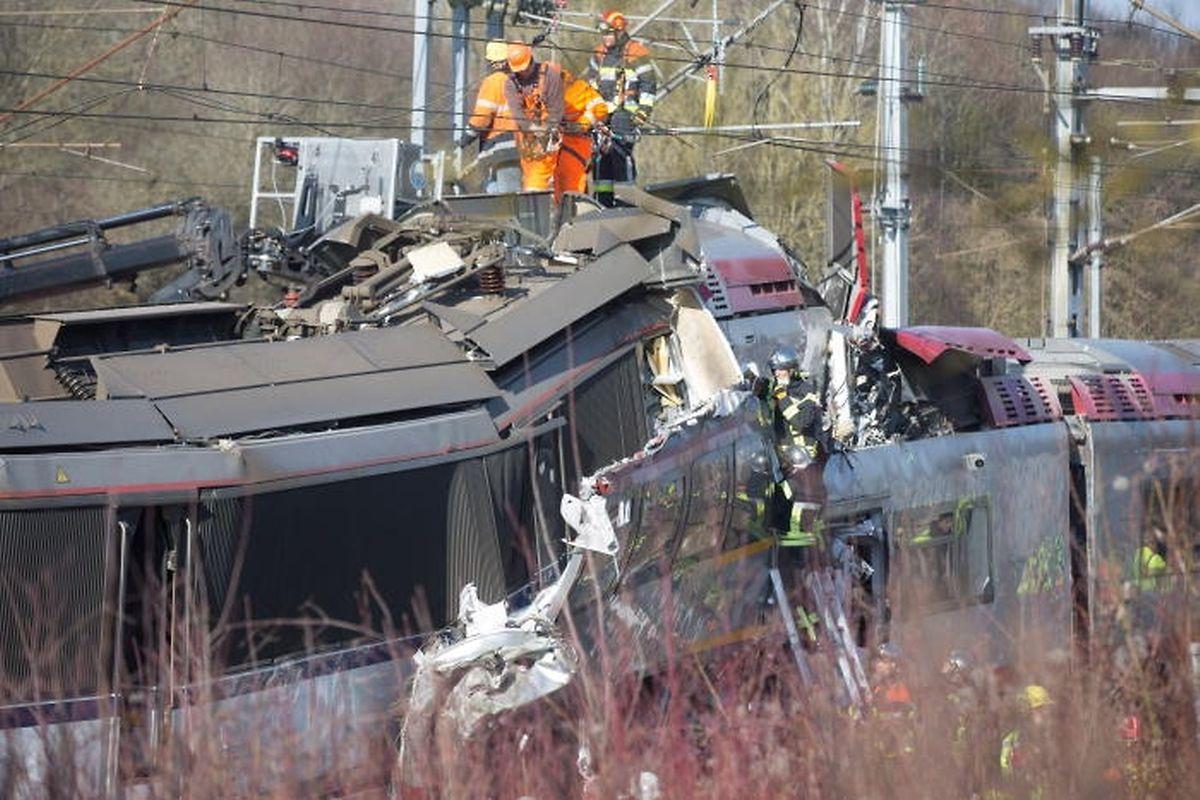 La raison pour laquelle le conducteur n'a pas tenu compte du signal fixe avancé et n'a pas freiné son train demeure un gros point d'interrogation, à ce stade de l'enquête.
