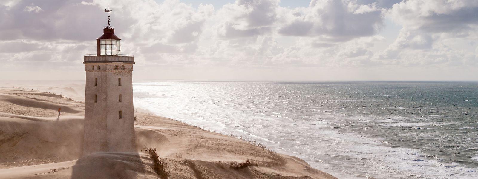 Rubjerg Knude bei Lönstrup in Dänemark: Vor Jahrzehnten war die Düne so hoch, dass der Leuchtturm vom Meer aus nicht mehr zu sehen war. 1968 wurde der Betrieb schließlich eingestellt und aufgrund neuer Navigationstechniken auch nicht mehr aufgenommen.