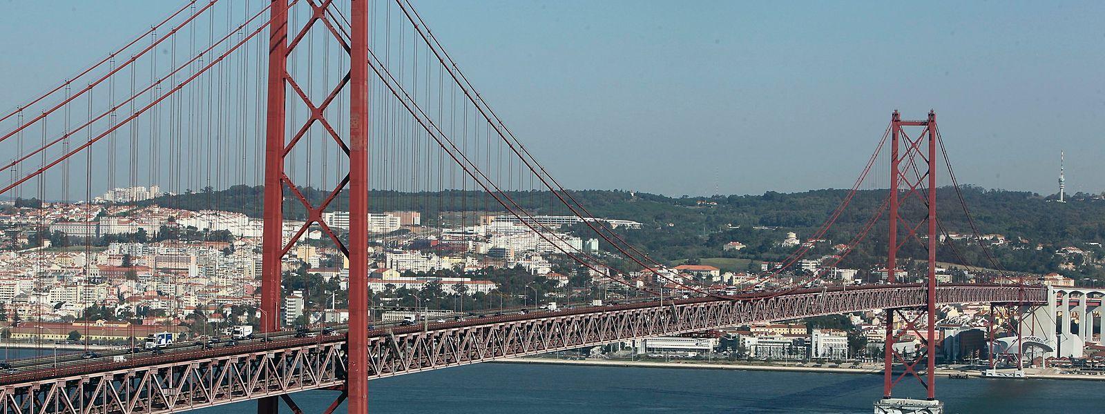 Pormenor da ponte 25 de Abril em Lisboa.