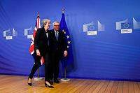 EU Commission President Jean-Claude Juncker and British Prime Minister Theresa May leave after a press briefing during a meeting at the EU Headquarters in Brussels on November 21, 2018. - The British Prime Minister on November 21 briefly escaped the Westminster bear pit to bring her Brexit battle to Brussels, just four days before the divorce deal is to be signed. (Photo by JOHN THYS / AFP)