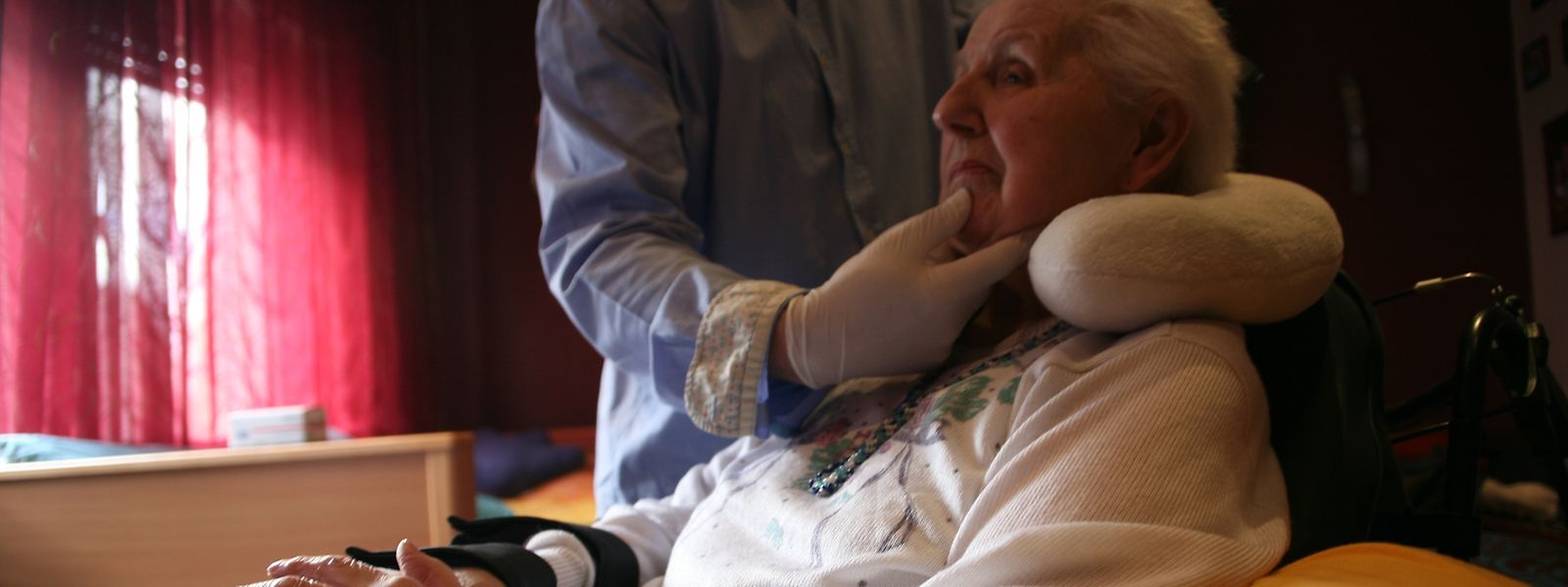 """Beim """"Training"""" mit dem Orthophonisten werden die Schluckbewegungen gezielt ins Bewusstsein gerufen und geübt."""