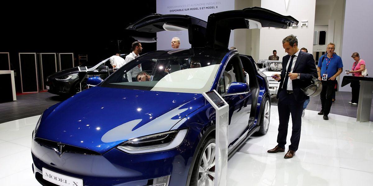 Das Model X von Tesla. Alle Tesla-Fahrzeuge bekämen nun acht Kameras statt bisher einer.