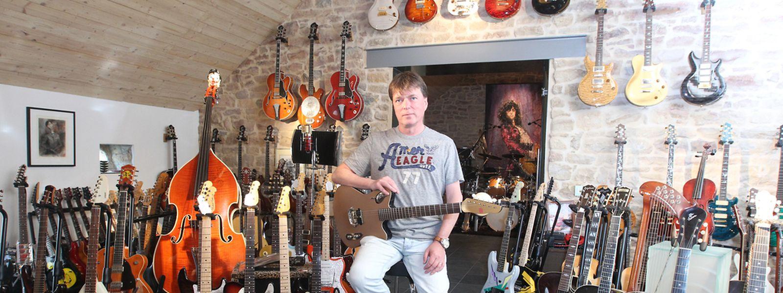 Gitarren-Liebhaber Luc Henzig fühlte sich schon im Kindesalter zur Musik hingezogen.