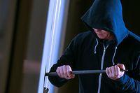 Alarmanlagen sind ein guter Schutz gegen Einbrecher, doch auch kleine Tricks helfen.