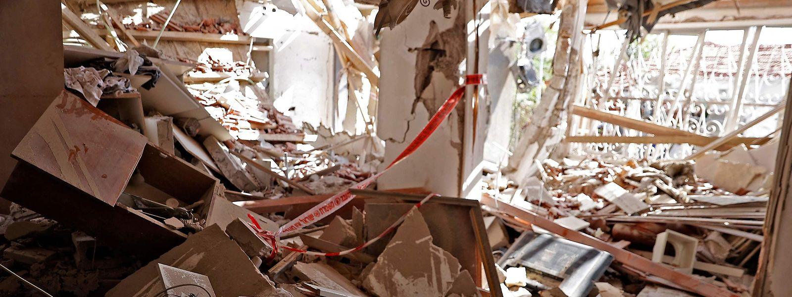 In der südisraelischen Stadt Ashkelon haben Raketen der Hamas ein Haus völlig zerstört.
