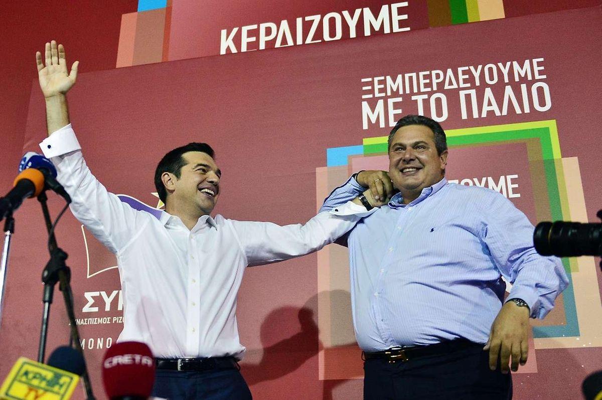 Alexis Tsipras et le leader de l'ANEL, Panos Kamenos, après la victoire, dimanche soir.