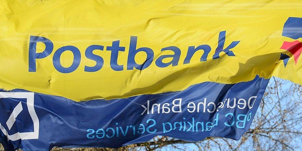 Deutsche Bank und Postbank wollen nach ihrer Fusion massiv Stellen abbauen.