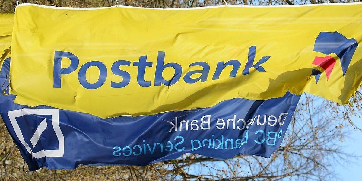 """Die Bank wolle ihren Anteil an der Postbank auf """"mindestens unter 50 Prozent verringern"""", erklärte ein Sprecher der Deutschen Bank."""