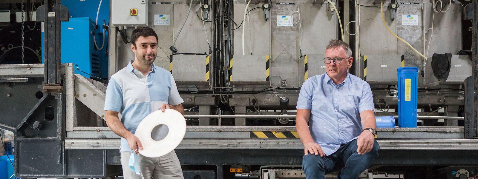Geschäftsführer Vincent Popoff und Firmen-Co-Gründer Marcel Wilwert: Auf Nanoebene filtern die Keramikscheiben von Ama Mundu Technologies auch Viren aus dem Wasser.