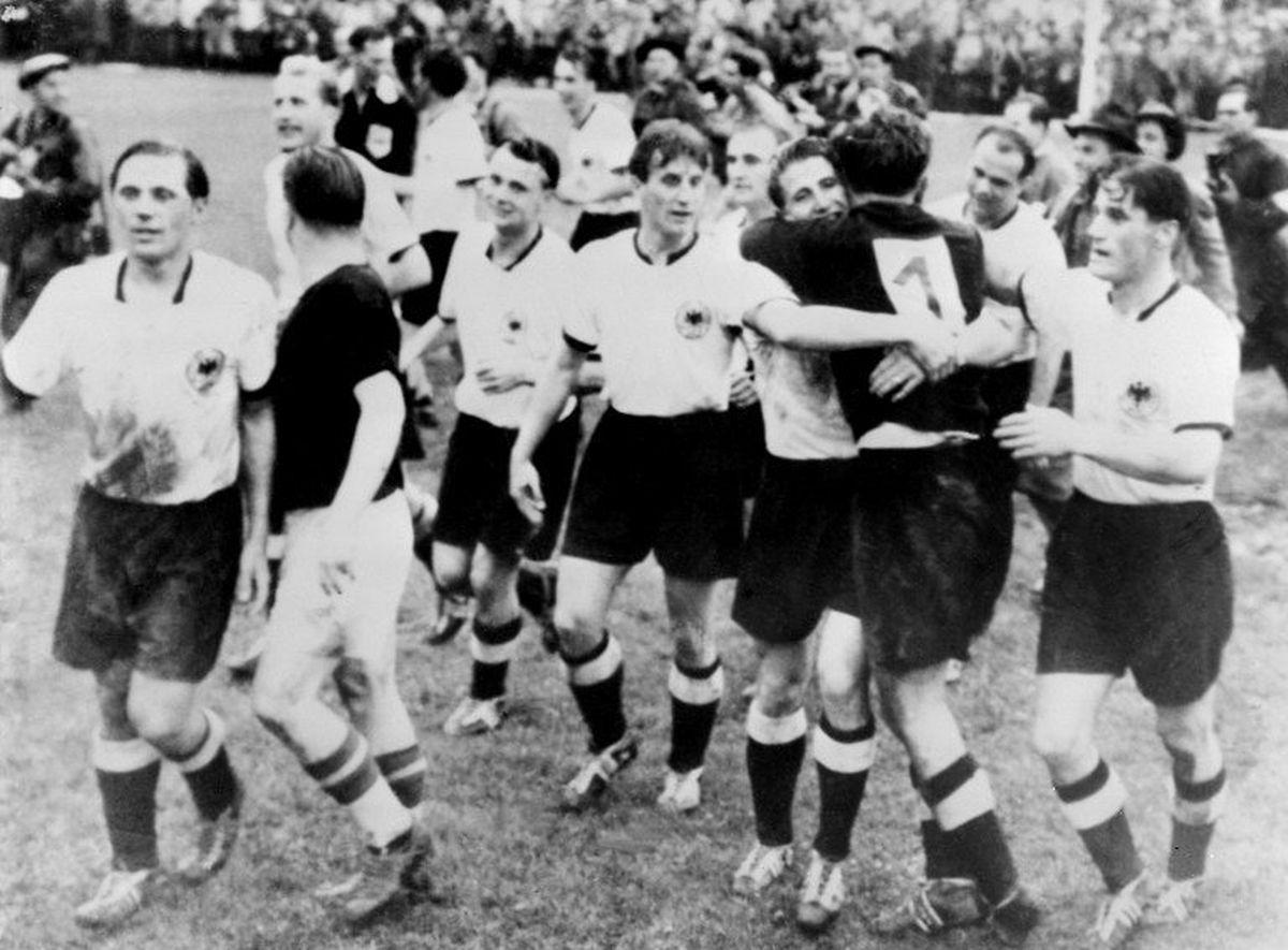 Die Gründung der UEFA lief parallel zur WM in der Schweiz, bei der Deutschland sensationell den Titel holte.