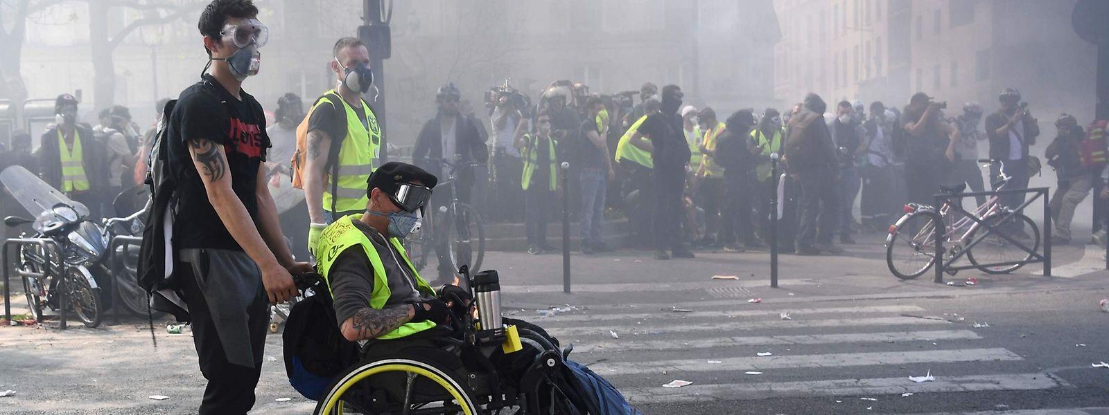 Mehr als 6.700 Demonstranten waren alleine am Samstagmittag wieder in Paris unterwegs.