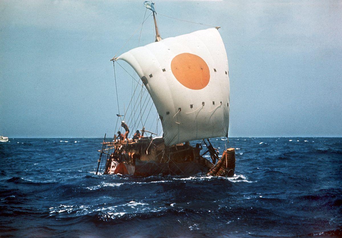 Das Papyrusboot Ra II auf hoher See, aufgenommen im April 1970.