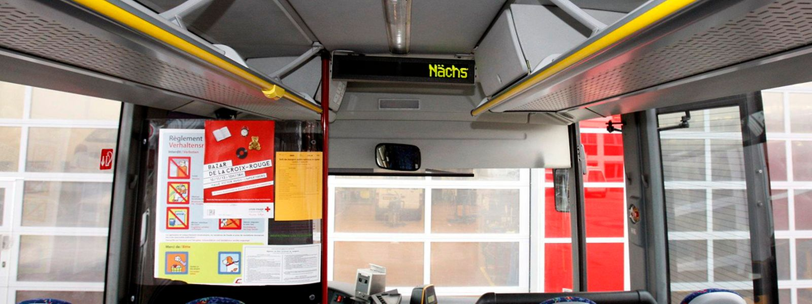 Wird kein Schülertransport angeboten, müssen die jungen Menschen auf den normalen öffentlichen Verkehr ausweichen.
