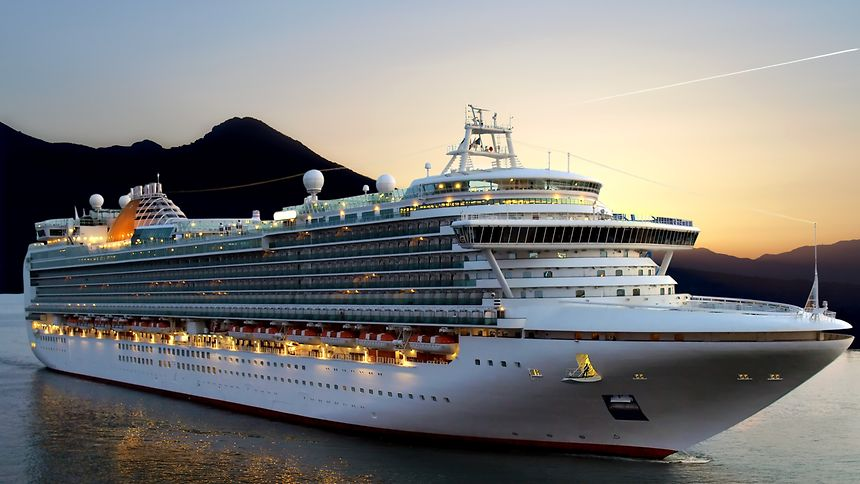Auf solch einem Kreuzfahrtschiff arbeiten zu können, ist für viele der absolute Traum.