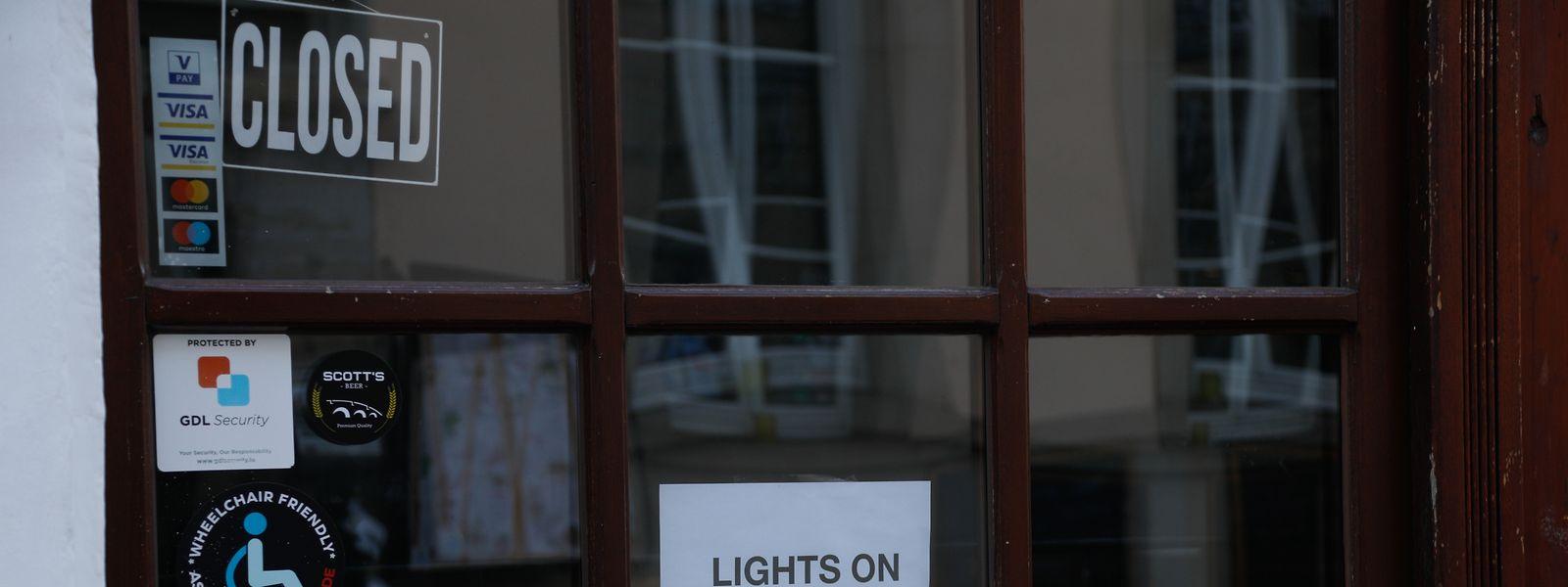 Les restaurateurs du mouvement #LightsOnLuxembourg laissent les lumières de leur établissement allumées pour montrer qu'ils sont toujours là.