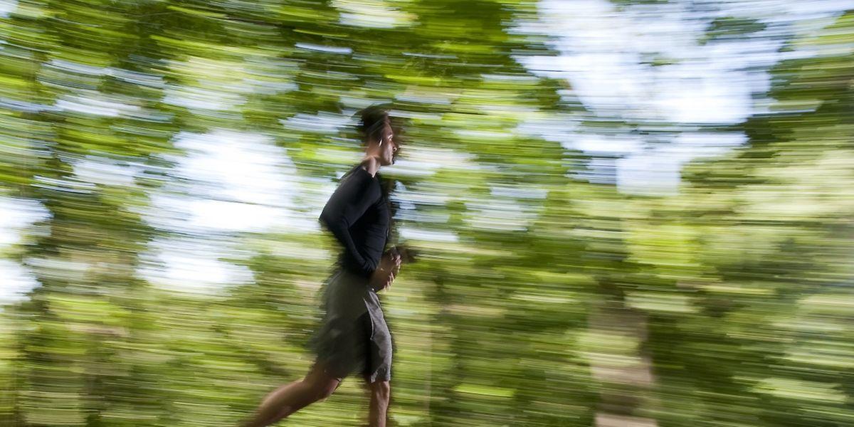 Der Hypertonie davonlaufen - Wer Bluthochdruck von vornherein vorbeugen will, sollte vorsorgen: mit Bewegung, Entspannung und ausgewogener Ernährung.