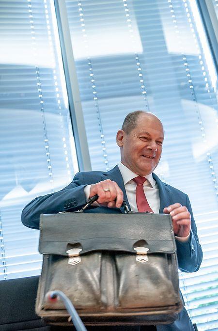 Olaf Scholz (SPD), deutscher Bundesminister der Finanzen, kommt zu einer Sitzung des Bundestags-Finanzausschusses zum Wirecard-Skandal.