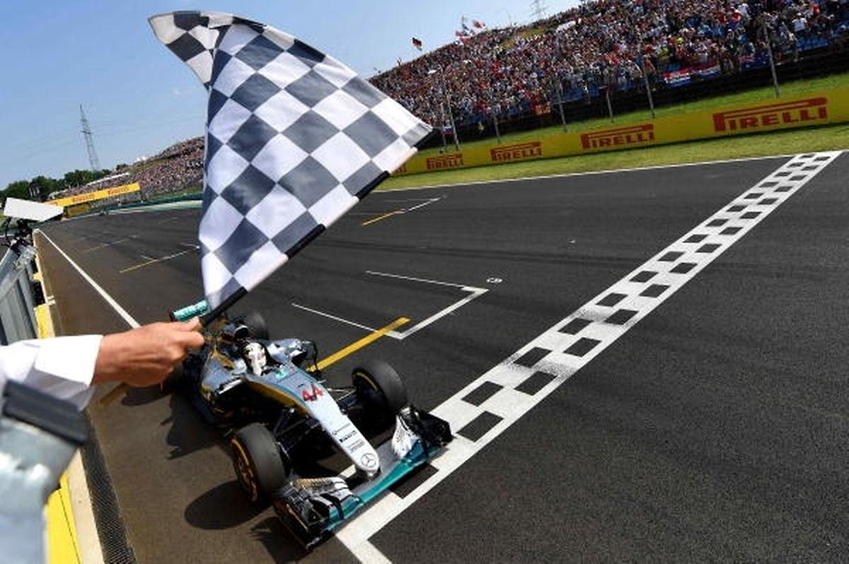 Mit dem Sieg beim Grand Prix von Ungarn nahm Lewis Hamilton erstmals in der Saison 2016 die Spitzenposition in der Fahrerwertung ein.
