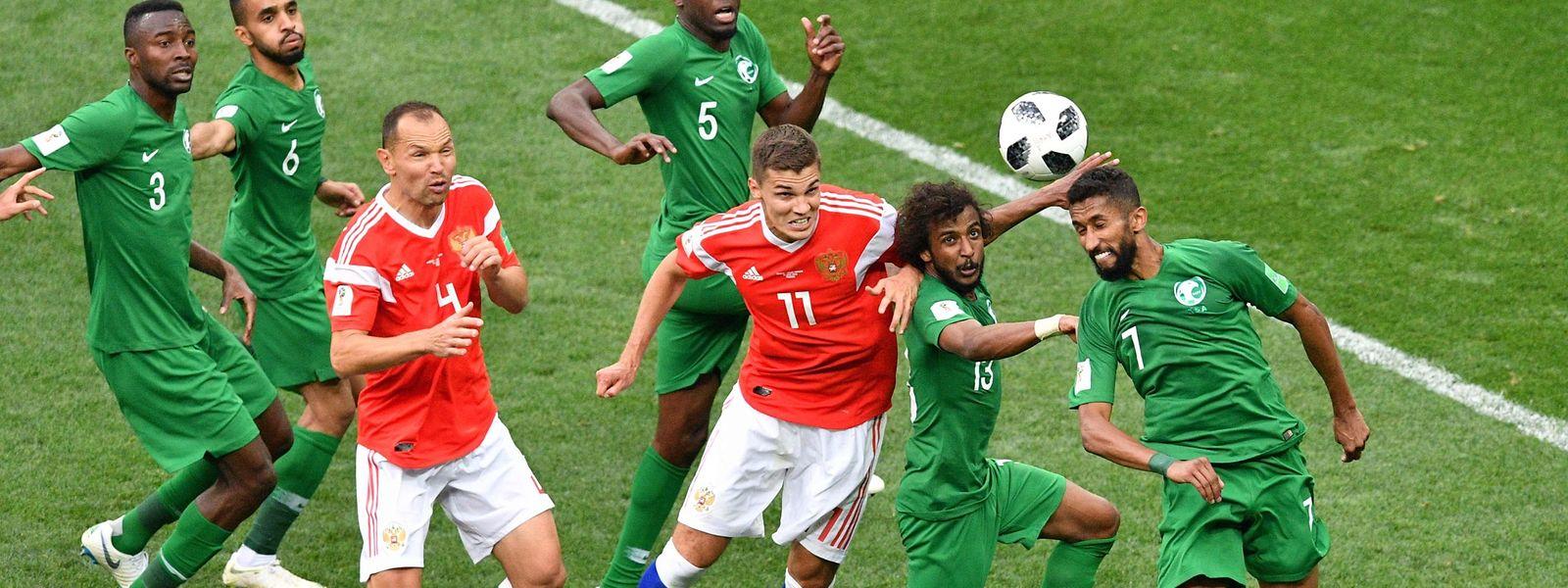 A Rússia goleou a Arábia Saudita (5-0) no arranque do Mundial2018