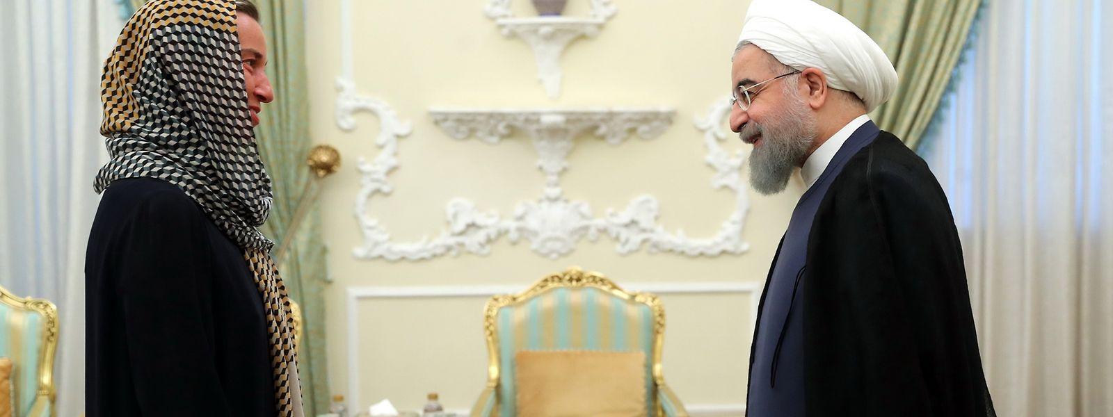 EU-Außenbeauftragten Federica Mogherini und Irans Präsident Hassan Rouhani.