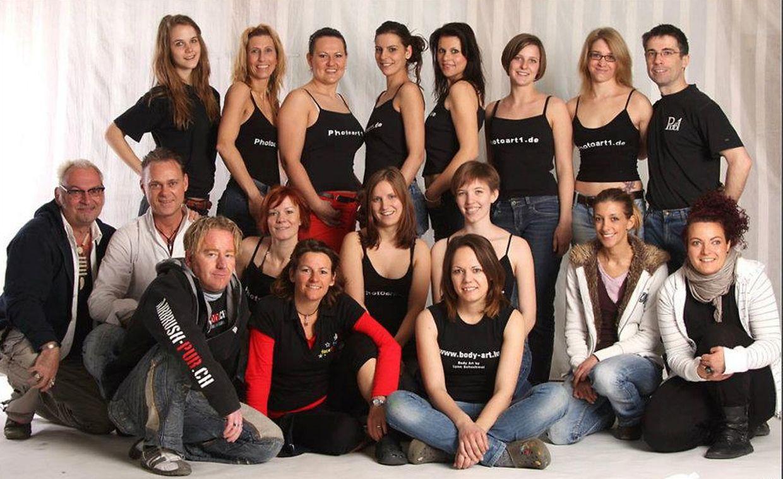 Das Team der Bodypainting-Party aus Künstlern, Models und Gastgeber Georg Schmitt.