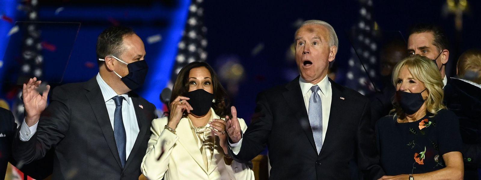 Kamala Harris und Joe Biden feiern mit ihren Partnern und Anhängern den Wahlsieg.