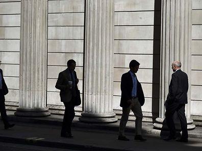 La Banque d'Angleterre surveille de près les positions des fonds d'investissement britanniques.