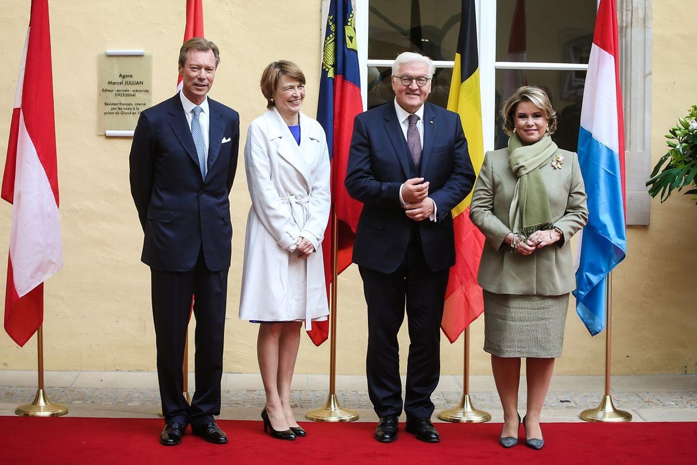 Feierlicher Empfang: Großherzog Henri und Großherzogin Maria Teresa begrüßen Bundespräsident Frank-Walter Steinmeier und Gattin Elke Büdenbender.