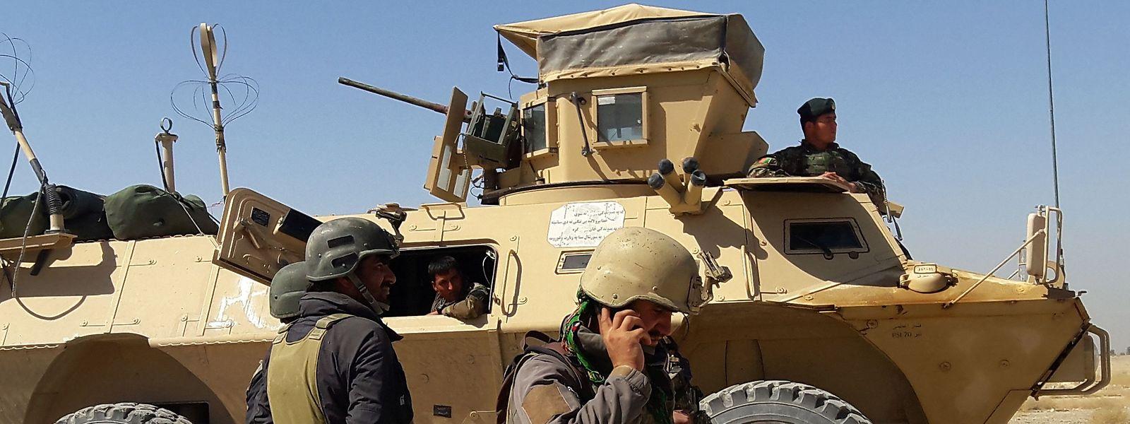 Violência entre as tropas afegãs (na foto) e os grupos talibãs tem escalado nos últimos dias.