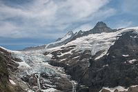 HANDOUT - 22.07.2019, Schweiz, Grindelwald: Das Foto zeigt den Oberen Grindelwald Gletscher bei Grindelwald in den Berner Alpen (Schweiz). Der Klimawandel lässt die Gletscher in den Alpen schwinden. Wie dramatisch die Situation ist, verdeutlicht eine Studie von Forschern der Universität Erlangen-Nürnberg. Foto: Christian Sommer/FAU/dpa - ACHTUNG: Nur zur redaktionellen Verwendung und nur mit vollständiger Nennung des vorstehenden Credits +++ dpa-Bildfunk +++