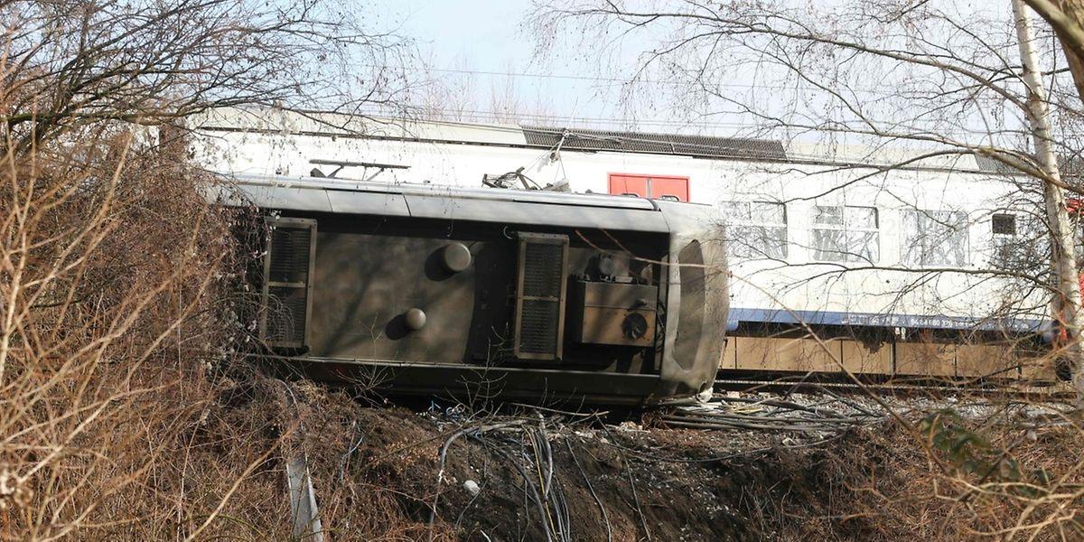 Die Ermittlungen zur Unfallursache laufen auf Hochtouren.