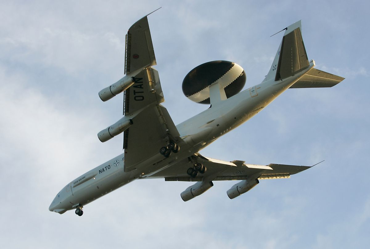 Die leicht bejahrten Awacs-Boeing-E-3A fliegen unter luxemburgischer Flagge.