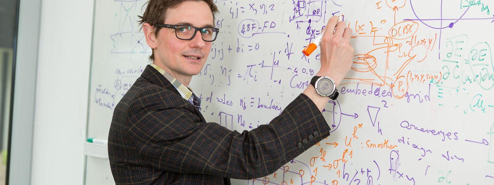 Stéphane Bordas löst Probleme, die scheinbar nichts miteinander zu tun haben.