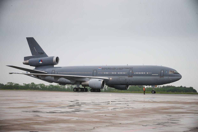Zwei niederländische Tankflugzeuge des Typs KDC10 sind zur Zeit am Flughafen Findel stationiert.