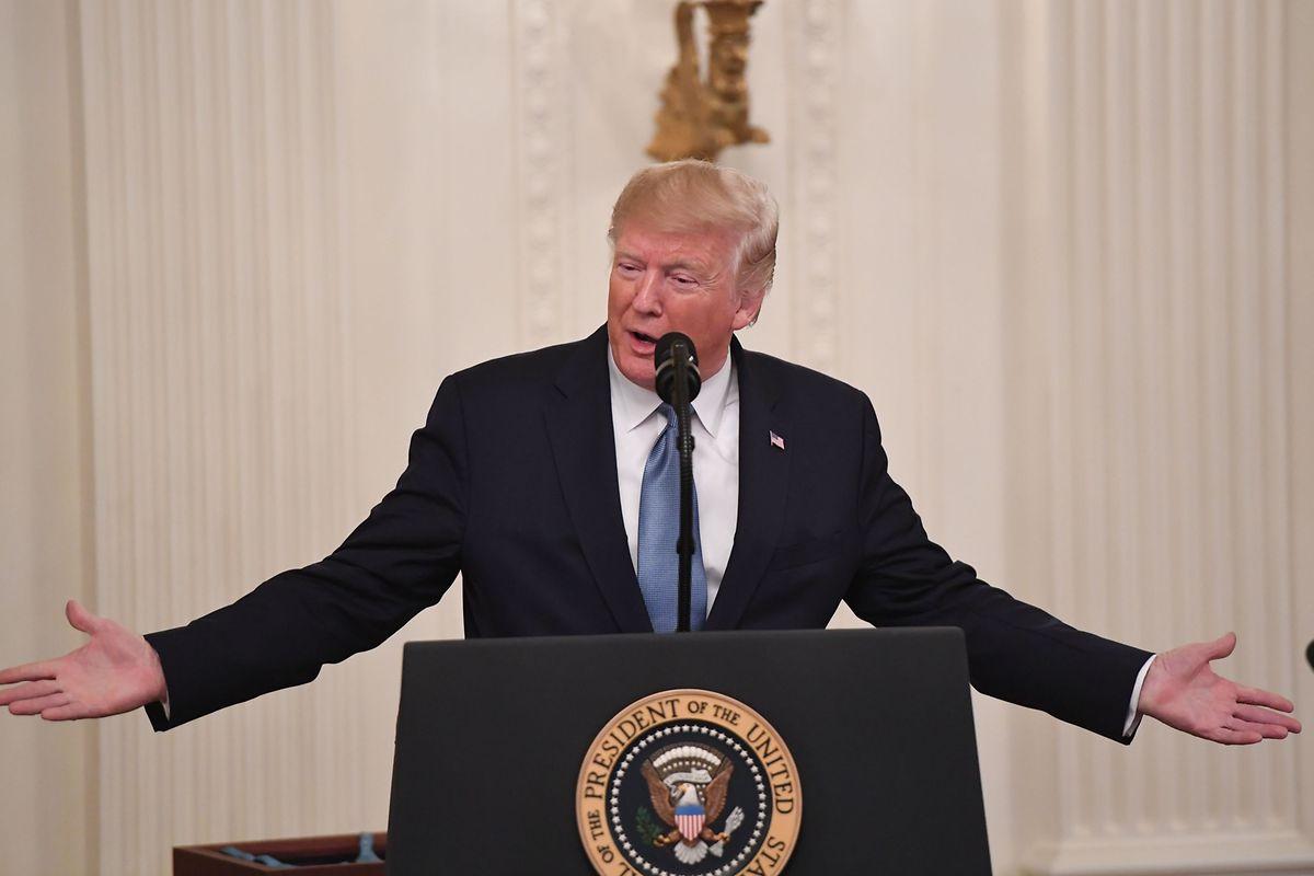 Donald Trump wird die Telefon-Affäre wohl nicht so schnell los.