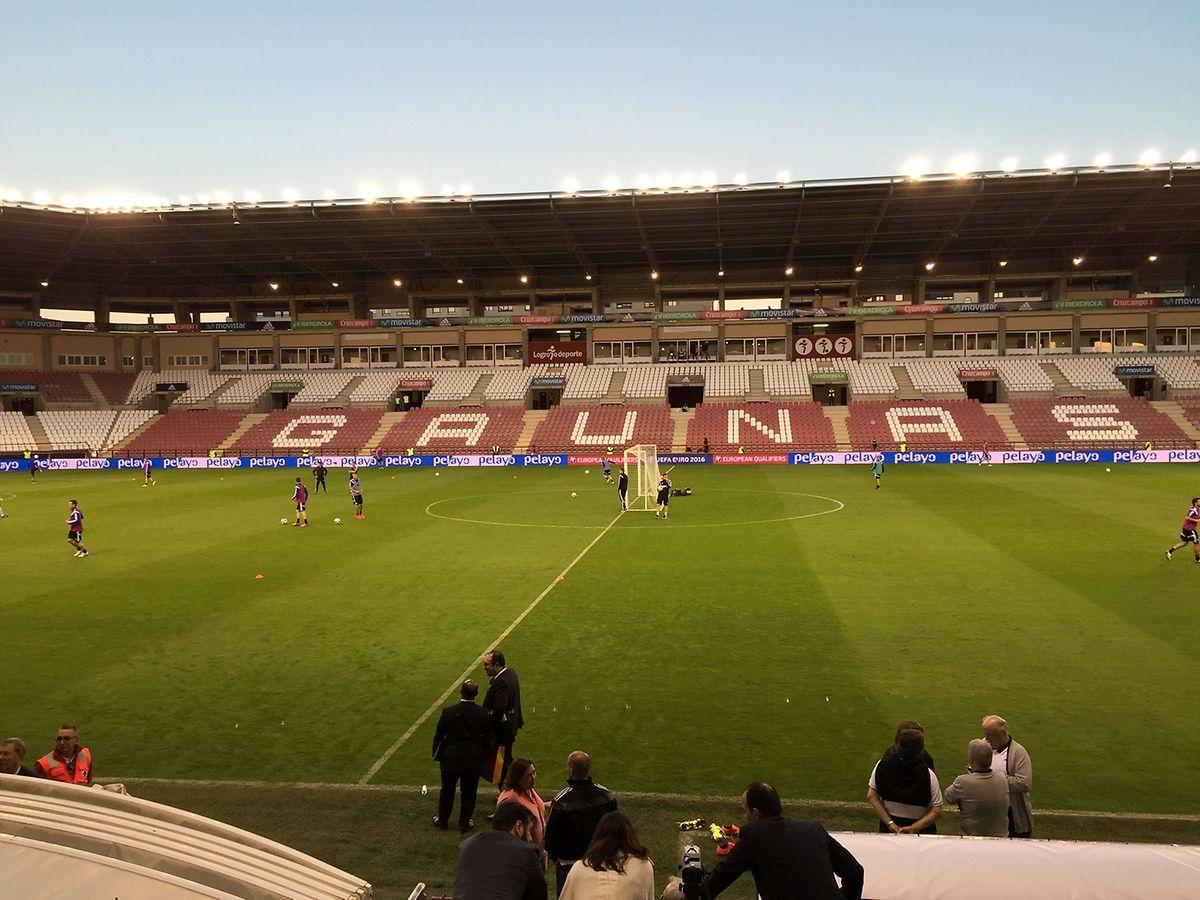 Die Begegnung wird im 16.000 Zuschauer fassenden Stadion der UD Logrones in Nordspanien ausgetragen.