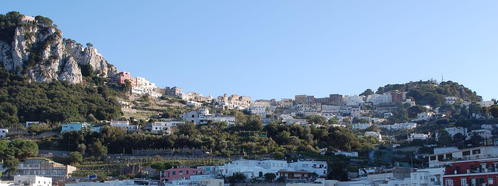 Der Hafen Marina Grande am Hauptort Capri auf der gleichnamigen italienischen Insel.