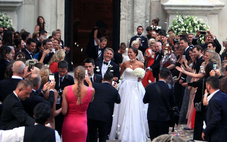 Hipphipphurra: Das Brautpaar strahlte vor Glück.