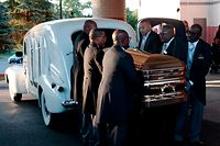 The casket of Aretha Franklin arrives at the Greater Grace Temple in advance of her funeral on August 31, 2018 in Detroit, Michigan. (Photo by JEFF KOWALSKY / AFP)