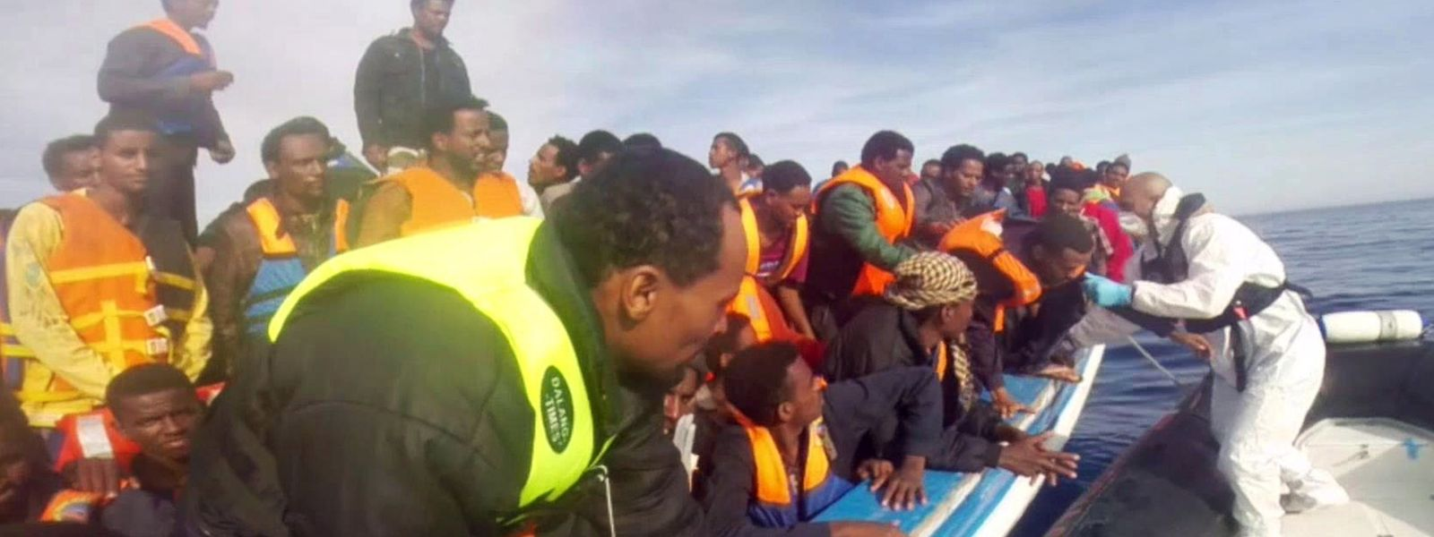 Die EU-Staaten (hier ein Foto der italienischen Küstenwache) verstärken ihre Bemühungen zur Rettung von Flüchtlingen im Mittelmeer.
