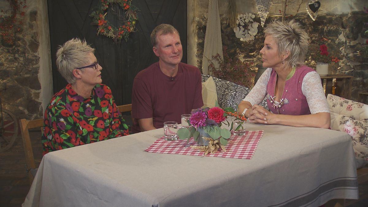 Danielle und Bauer Christian erklärten Inka Bause (r.) warum sie kein Paar mehr sind.